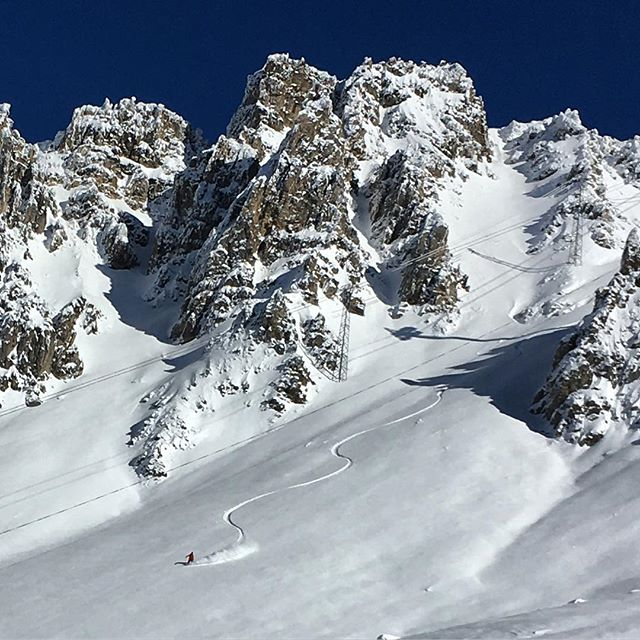 off-piste skiing guiding instruction meribel