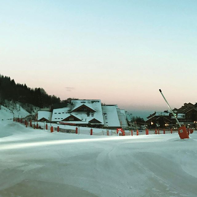 Early morning starts Chaudanne, #meribel #coupedumonde #telemark #worldcup #local  boy takes the win #phillau - 2017-01-21 19:39:26