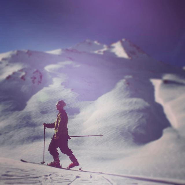 In spring we tour...... Getting away from the crowds, getting into the back of beyond, enjoying the views, the nature, the solitude and the exercise. #skitouring #skinning #goingup #nature #mountains #wildlife #spring #skiing #corn #marmalade #ski #school #aveczest - 2017-03-29 13:41:16