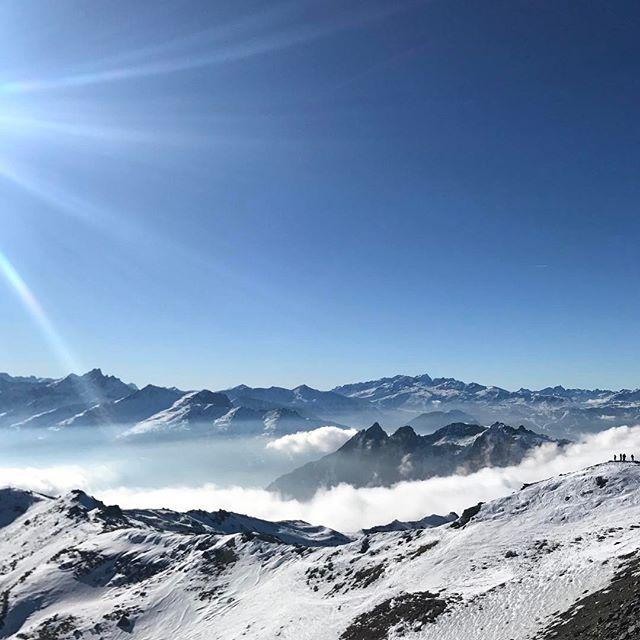 Early season snapping from La Masse. .#marmalade #ski #school #meribel #aveczest.#les3vallees #lesmenuires #lamasse #earlydays #missingitalready - 2017-05-02 11:01:25